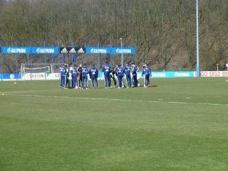 schalke_training_ueberzahlspiel_ballhalten