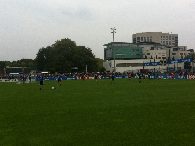schalke_training_passspiel