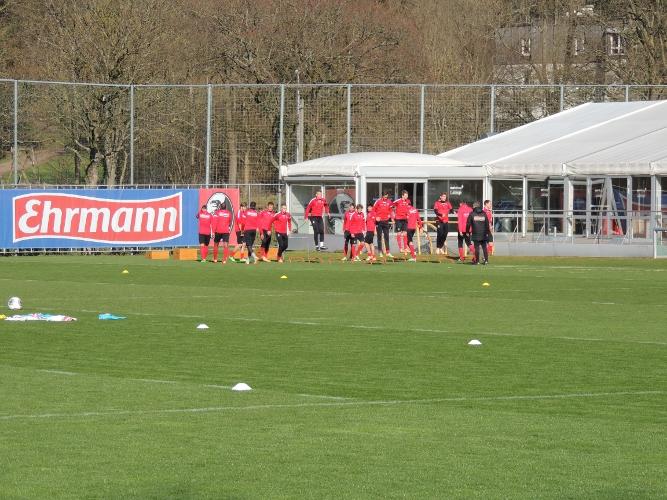 freiburg_fussball_training_sprung