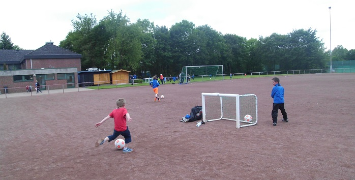 Fußballspiele mit Minitor (Foto: Uwe Jansen)