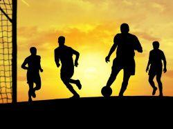 Fußball vor Sonnenuntergang Vorschau