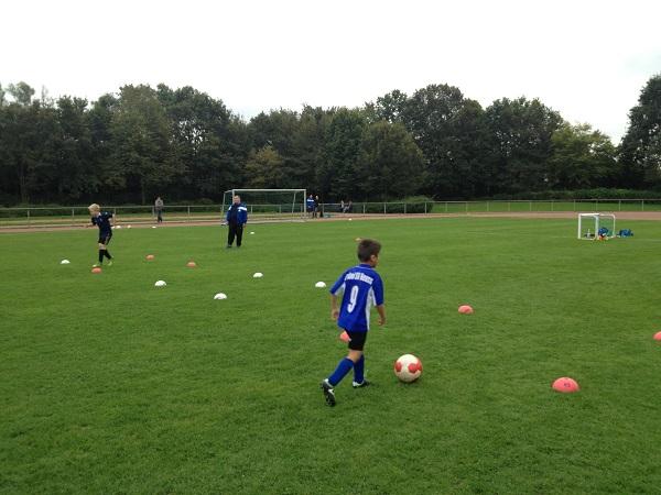 Training geht in den Ferien auch mit kleinen Gruppen (Foto: Uwe Jansen)