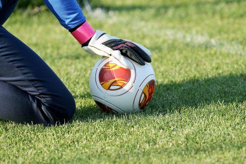 Torwarthand am Ball, Torwart Stellungsspiel im Fussball