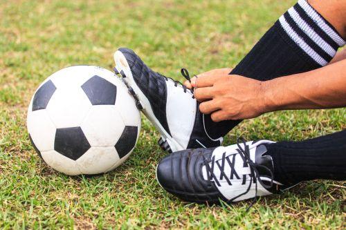 Ball und Schuhe