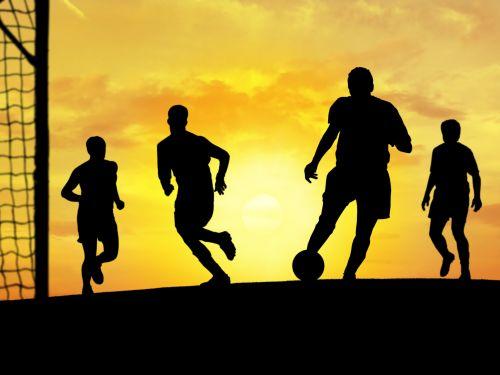 Abschlussfahrt, Fußball vor Sonnenuntergang