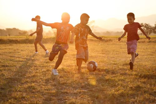 Kinder Asien Sonnenuntergang