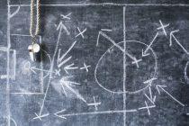 Taktikansatz Gegner lenken mithilfe Taktiktafel im Fussball