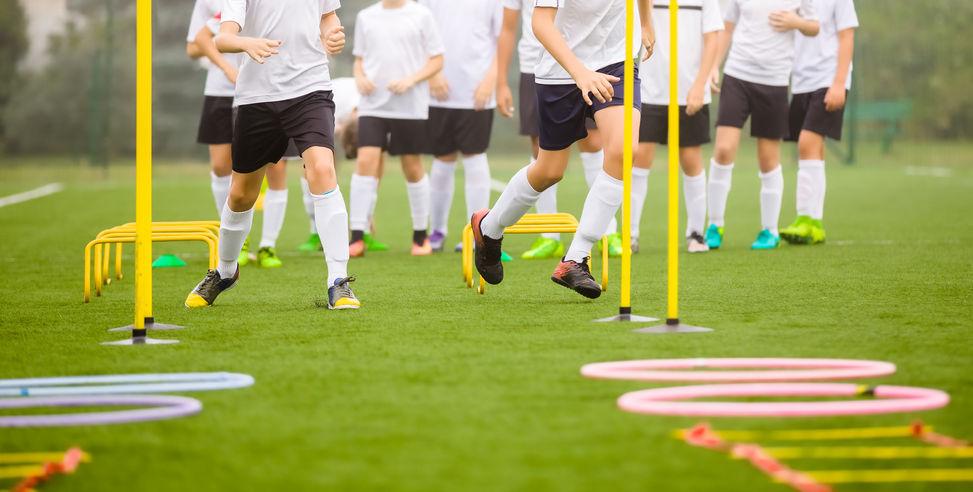 Hindernisparcours Fußball