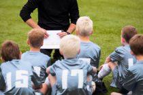 kommunikation-auf-dem-fußballplatz-fussballtrainer-spielideen