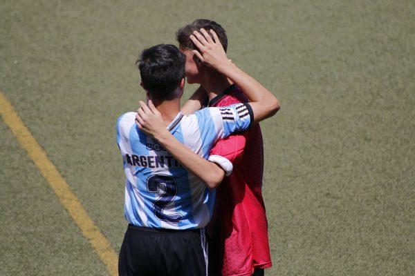 fairplay im fussball zwischen gegnerischen Mannschaften