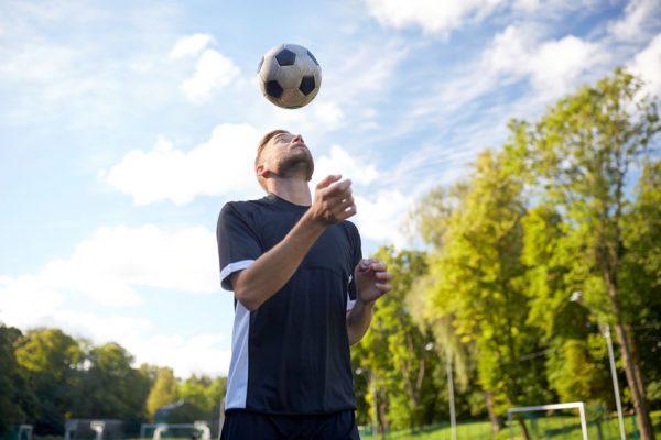 verschiedene kopfballvarianten und -art im Fußball schnell erklärt