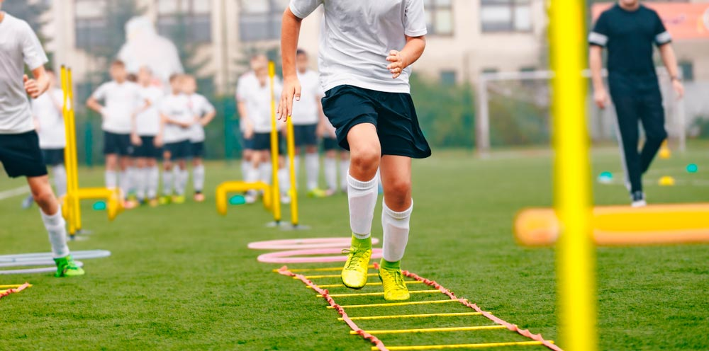Fussballtraining: 4-3-3 Spielsystem trainieren und erfolgreich spielen